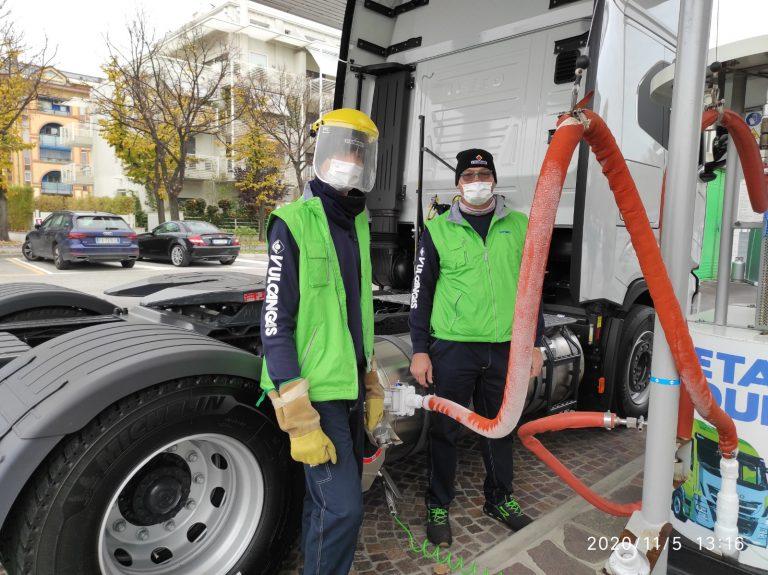 Rifornimento camion Iveco con bio-GNL