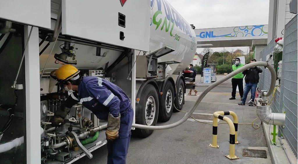Trasferimento bio-GNL nel distributore
